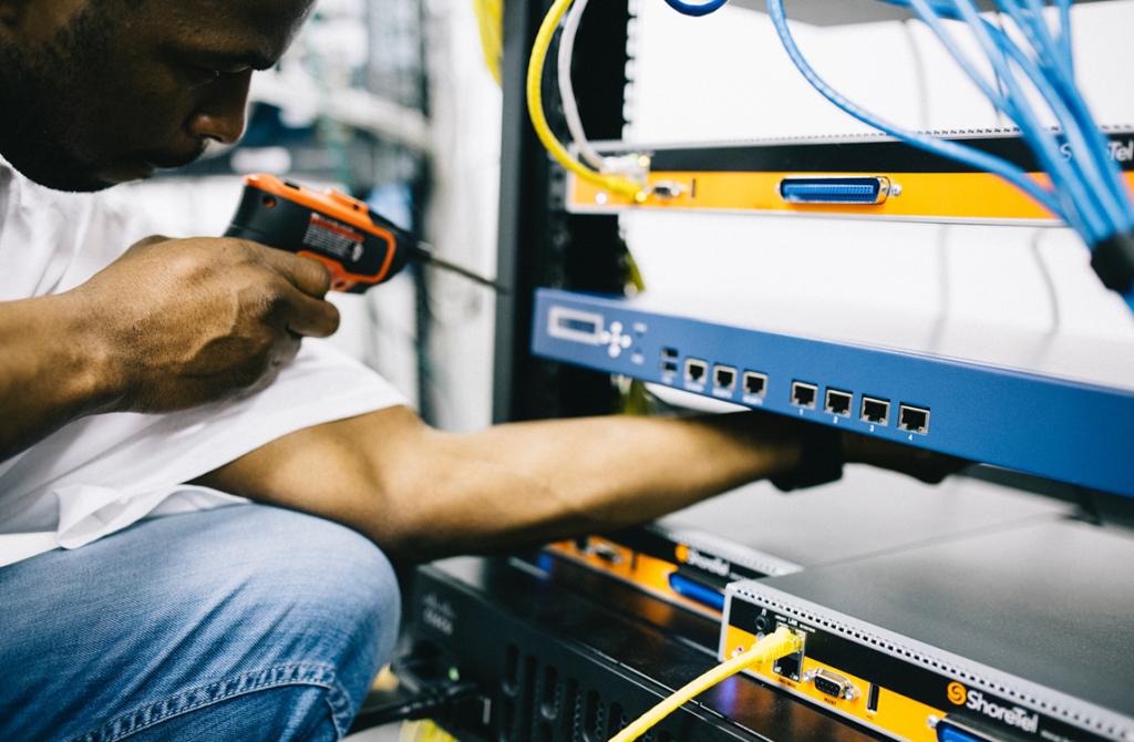 Partner in Telecom en elektronische werkzaamheden BTB-TECH levert complete telecommunicatie-oplossingen en datanetwerken voor een optimaal en zo efficiënt mogelijk bedrijfsproces.